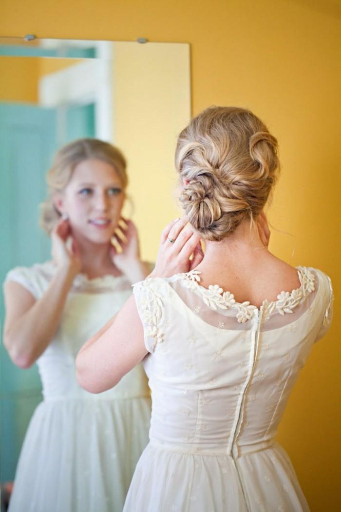 merveilleux-chignon-tressé-mariage-tendance-coiffure-2015-mur-jaune
