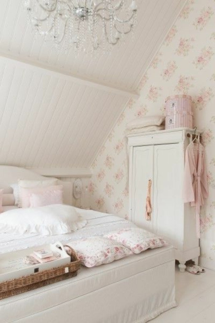 meuble-gustavian-tapisserie-kitch-chambre-a-coucher-blanche-meubles-retro-chic