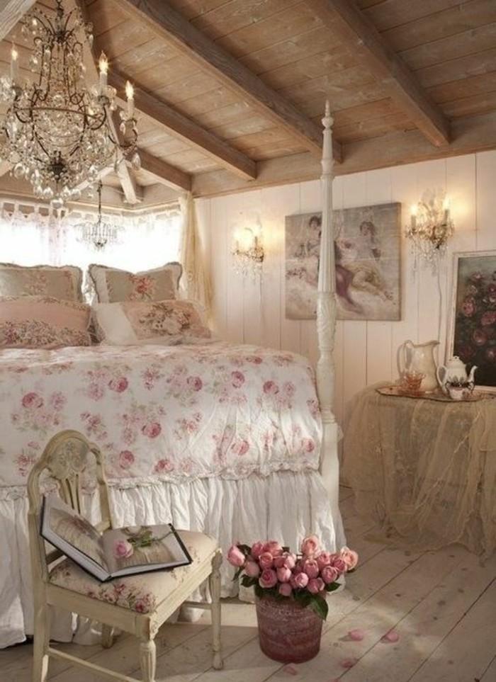 meuble-gustavien-dans-la-chambre-a-coucher-sous-pente-avec-plafond-en-planchers