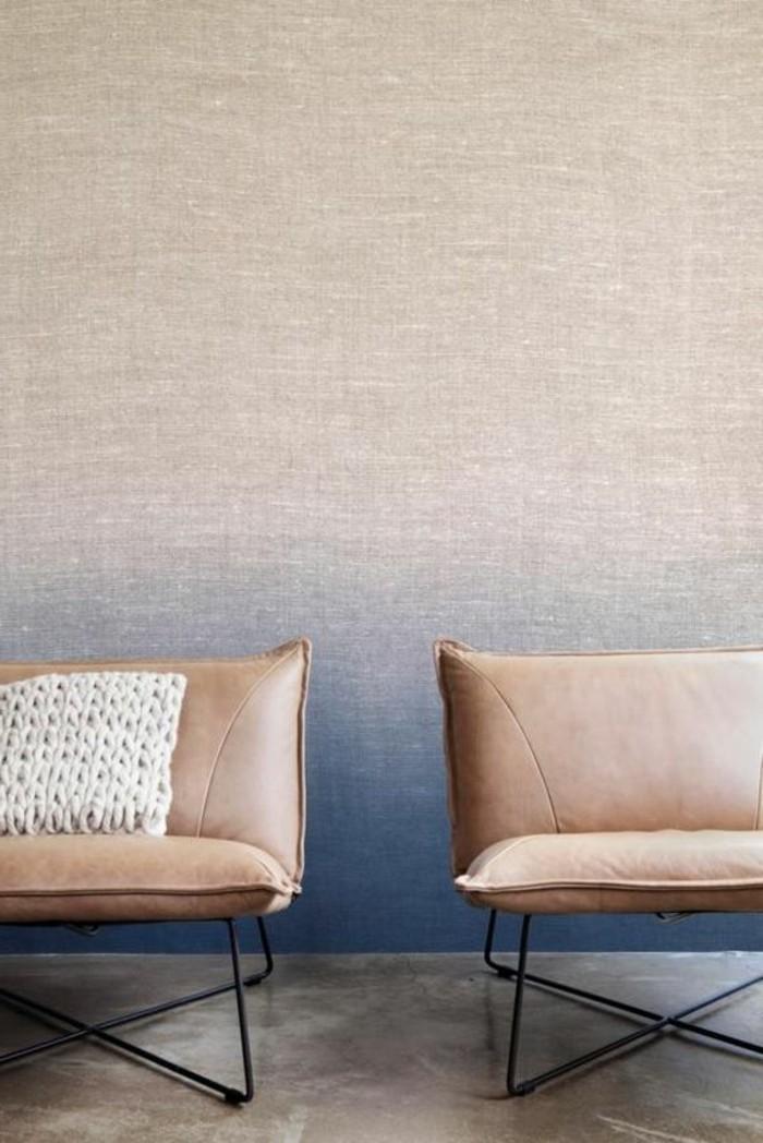 meubles-en-cuir-marron-et-papiers-peints-design-guild-pour-les-murs-dans-le-salo