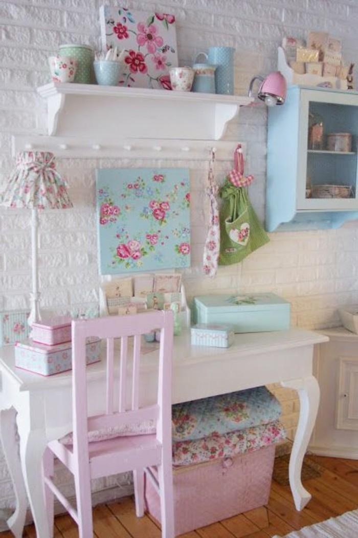 meubles-gustaviens-tapisserie-kitch-pour-la-chambre-d-enfant-jolie-idee-meubles-shabby