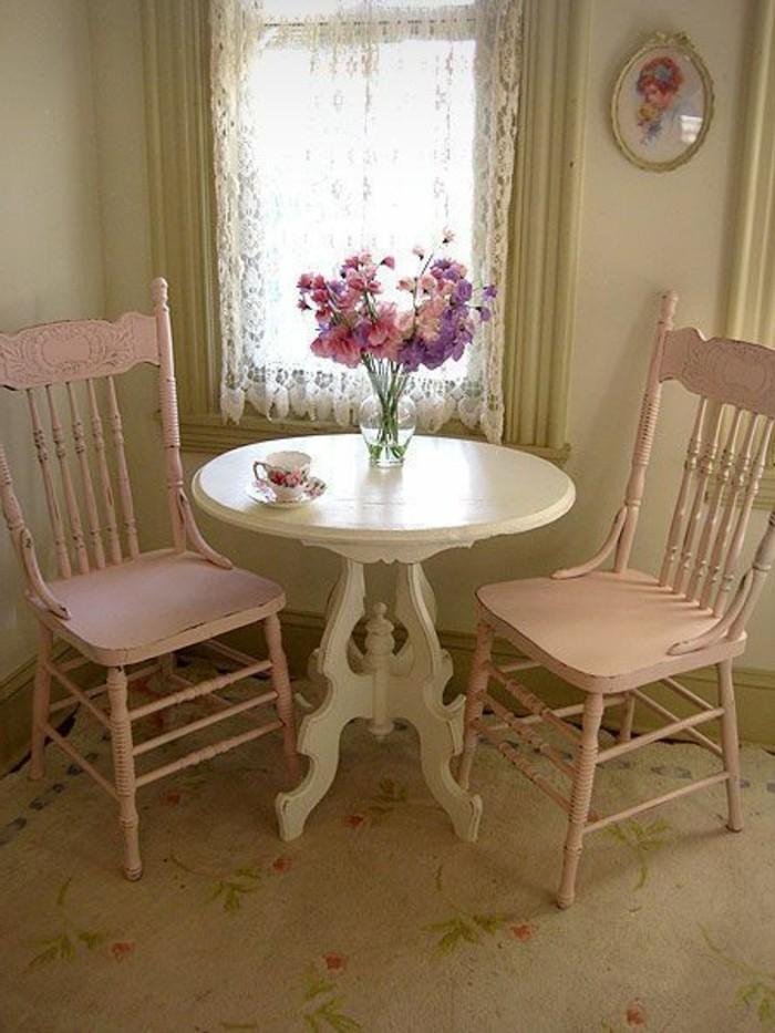 meubles-gustaviens-tapisserie-kitch-pour-la-cuisine-avec-deco-shabby-chic-decoration