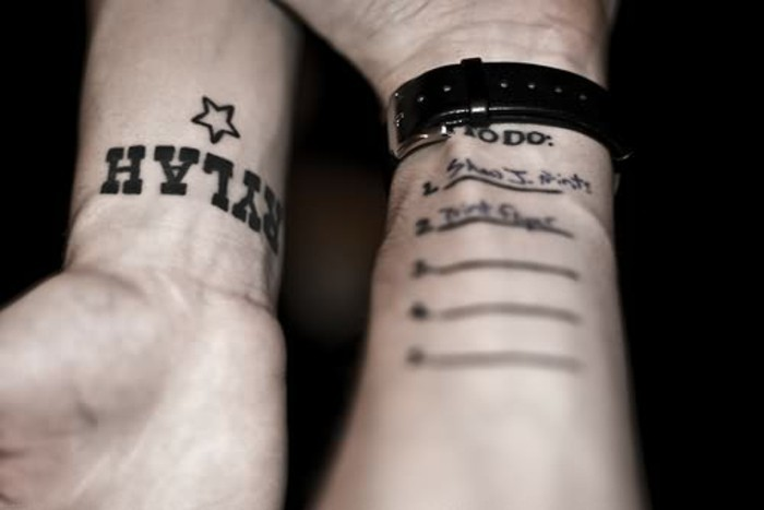 modele-tatouage-tatouage-prenom-tatouage-carpe-diem-deux