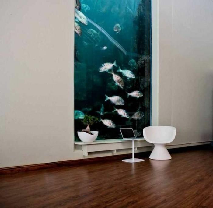 mur-aquarium-et-sol-en-parquet-clair-decoration-aquarium-pas-cher-pour-le-salon-de-luxe
