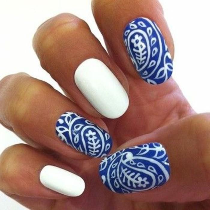 ongles-décorés-idee-deco-ongle-colorées-faux-ongle-modele-ongle-gel-bleu-blanc