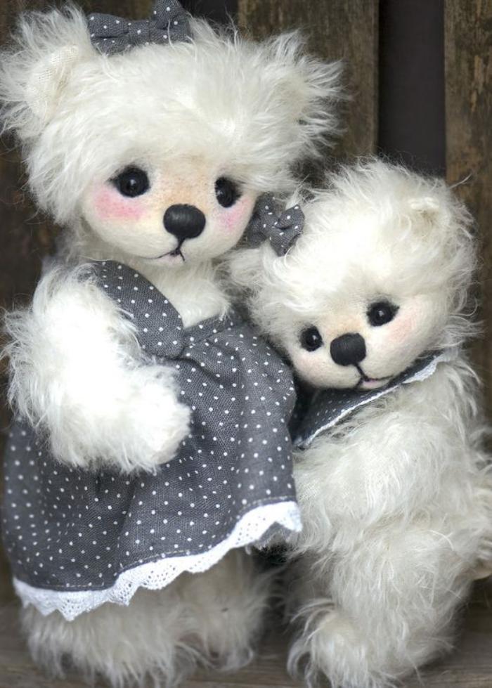 ourson-en-peluche-deux-oursons-blancs-super-sympathiques