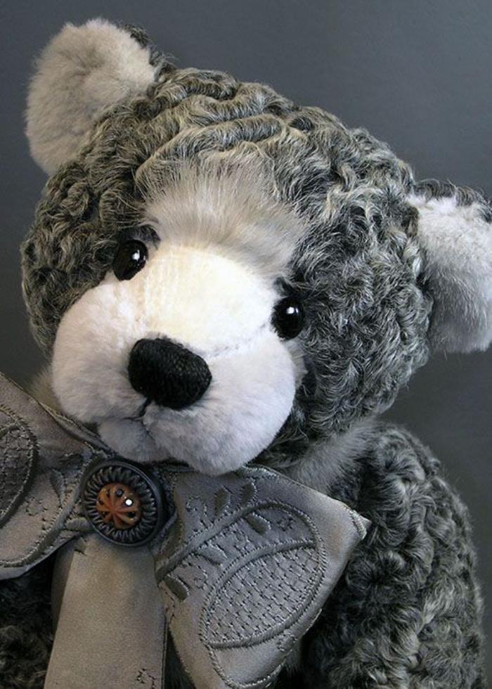 ourson-en-peluche-blancet-gris