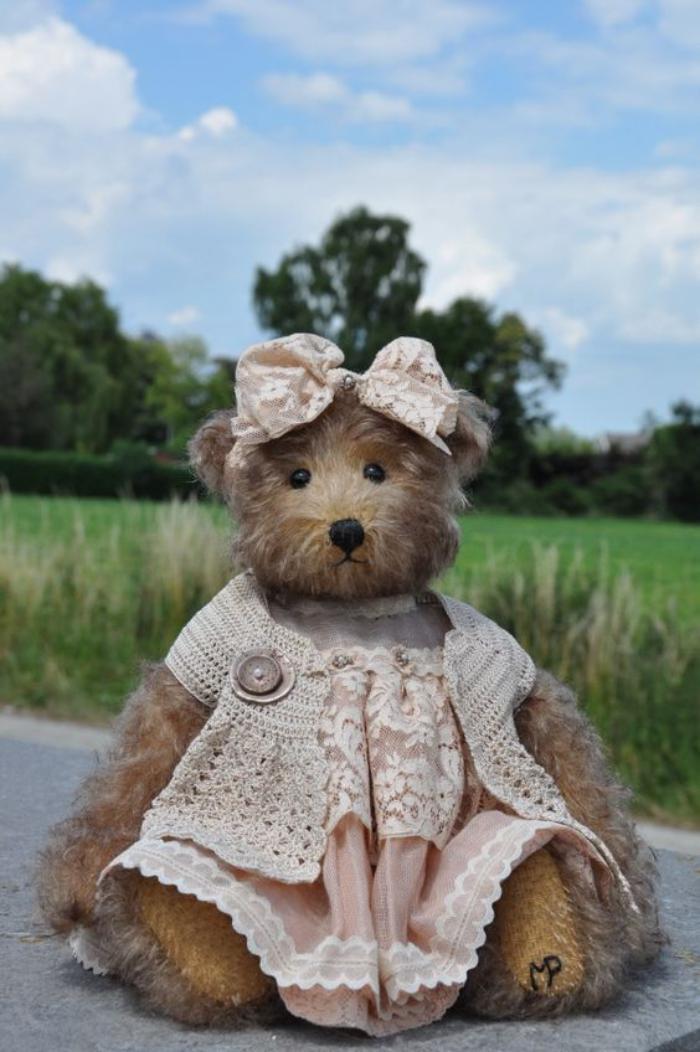 ourson-en-peluche-ourse-peluche-jouet
