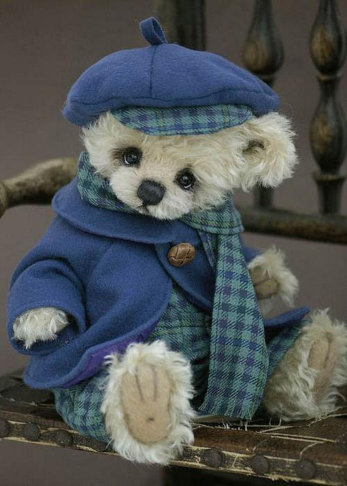 ourson-en-peluche-peluche-ours-en-costume