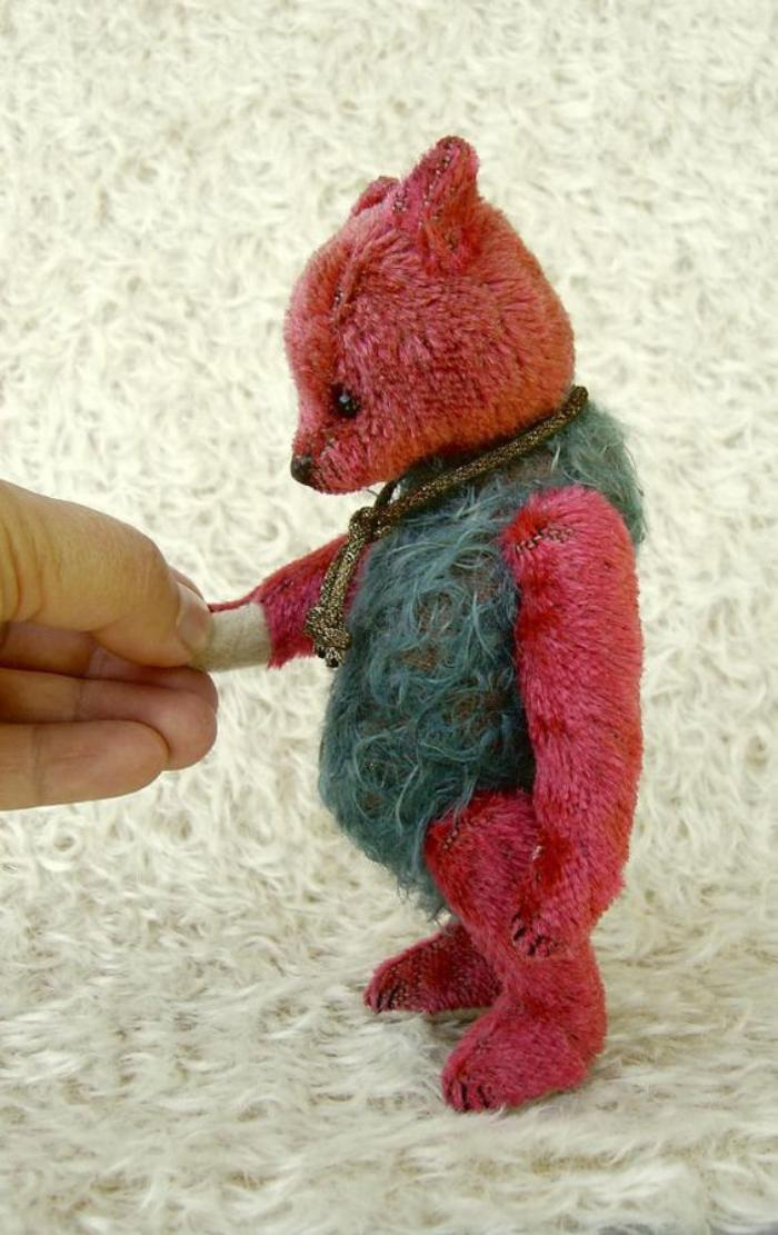 ourson-en-peluche-petit-ourson-rouge