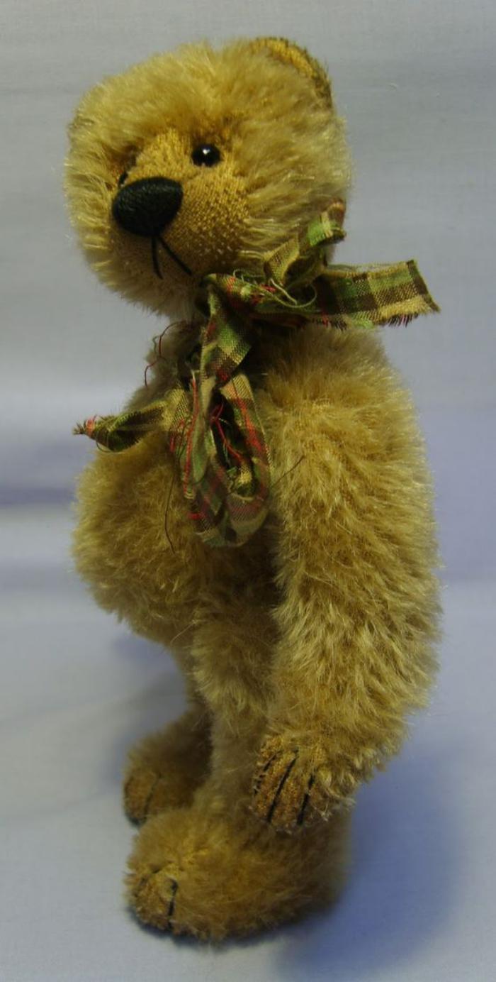 ourson-en-peluche-teddy-bear-debout