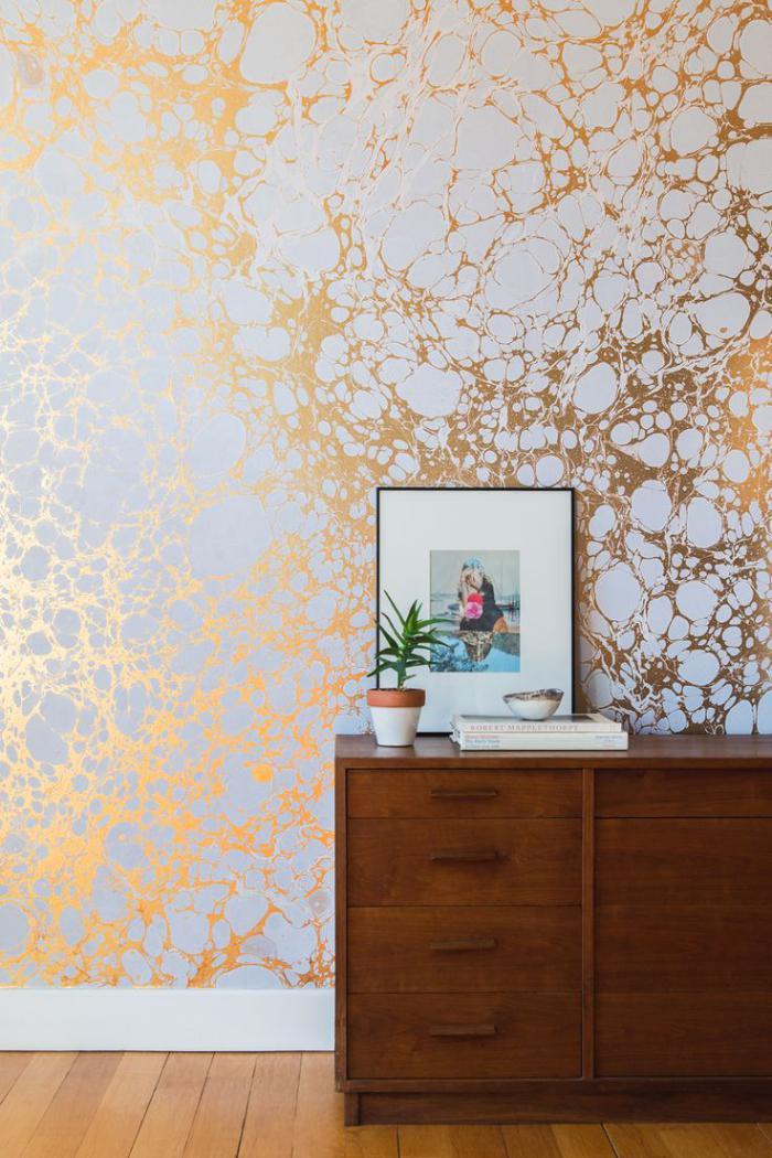 papier-peint-blanc-doré-solutions-originales-pour-les-entrées