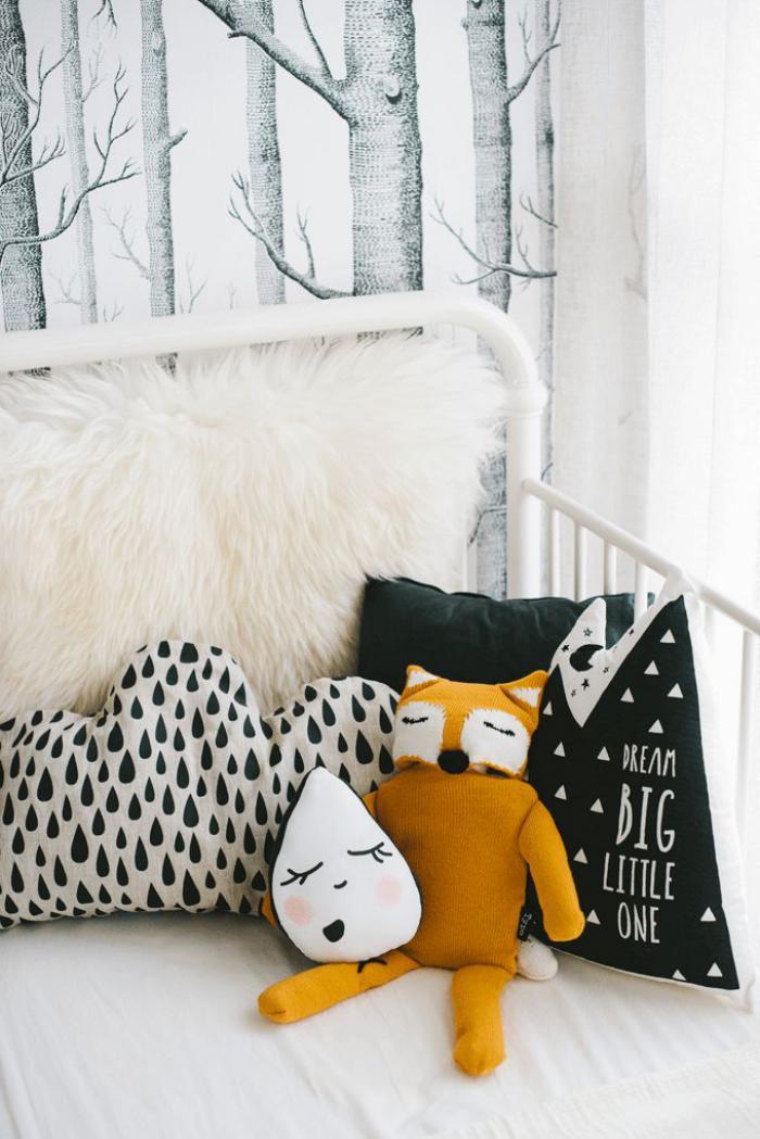 papier-peint-blanc-forêt-coussins-déco-originaux