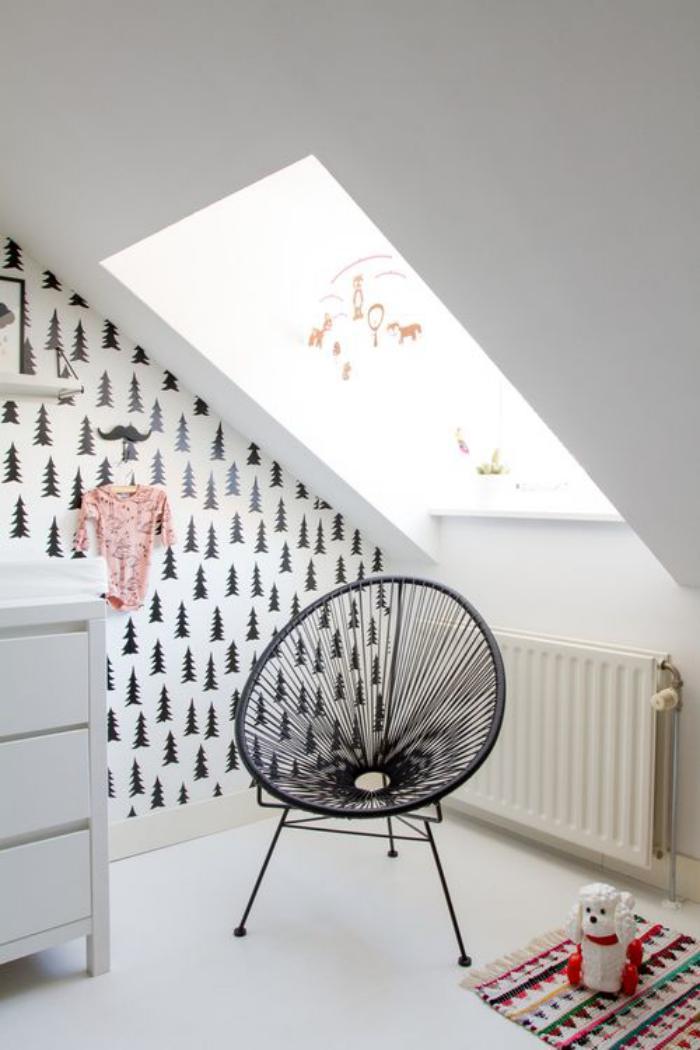 papier-peint-blanc-sapins-chambre-bébé-charmante