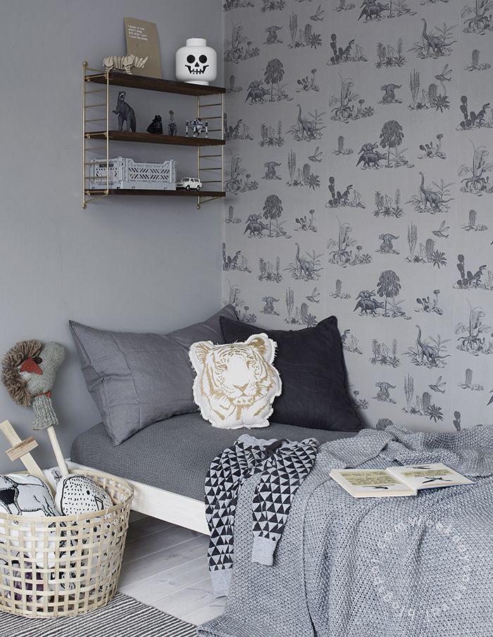 papier-peint-blanc-sur-le-mur-d'une-pièce-monochrome