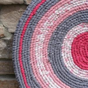 Le petit tapis rond - belle solution pour les petits espaces