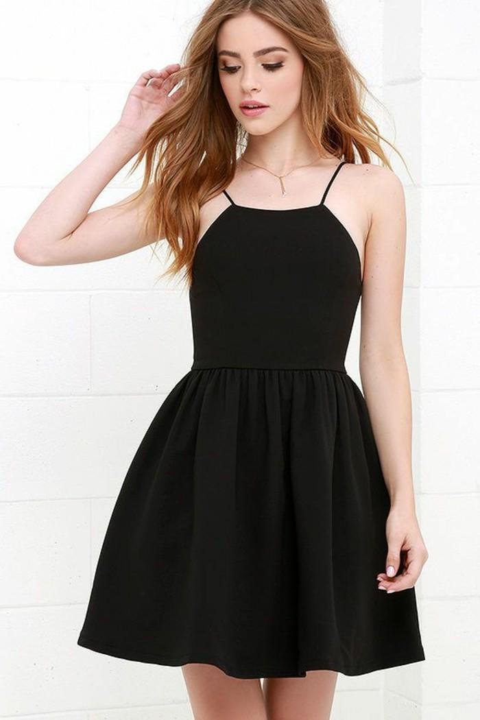 la robe noire chic 45 mod les que l 39 on r ve d 39 avoir. Black Bedroom Furniture Sets. Home Design Ideas