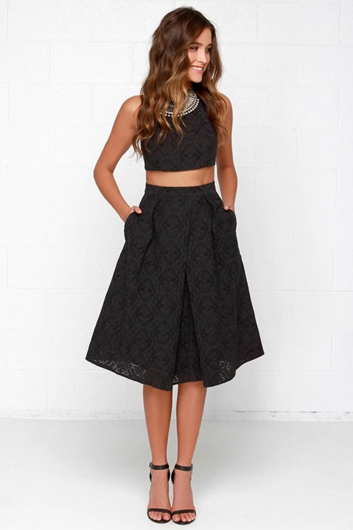 petite-robe-noire-chic-admirable-idée-tenue-jolie-deux-parties