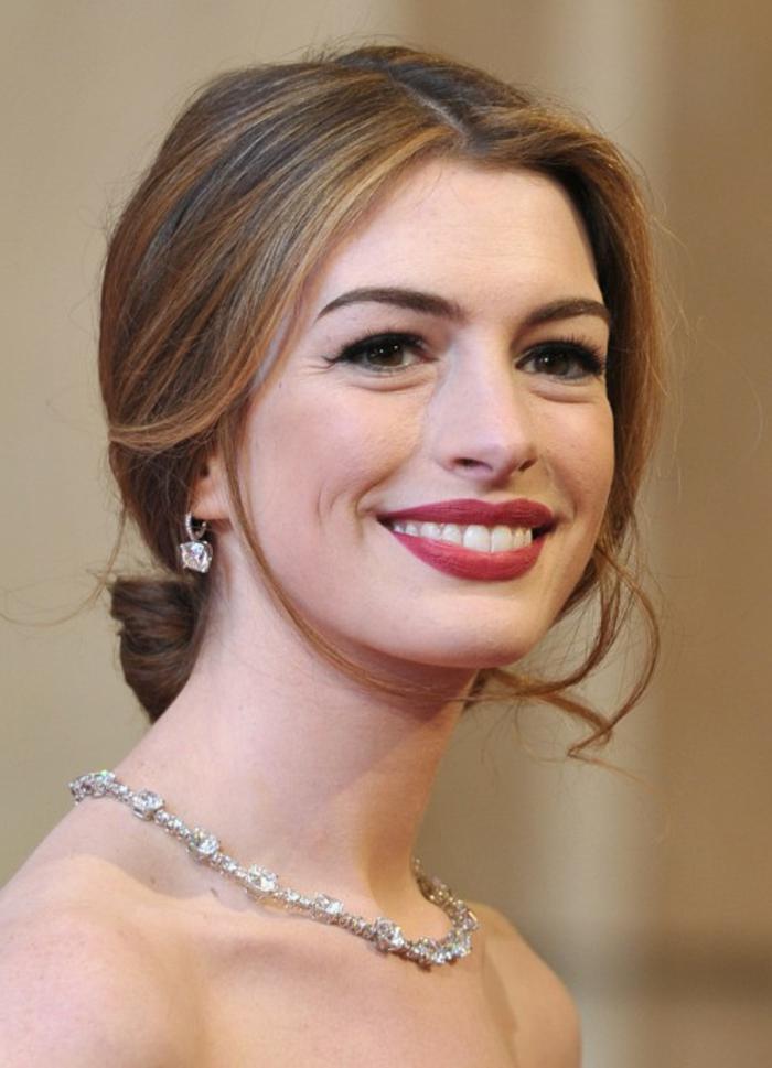photo-coiffure-chignon-coté-mariage-chignons-de-mariage-belle-coiffure-Anne-Hathaway