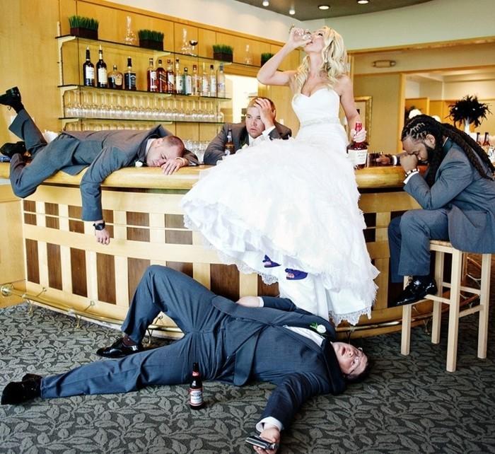 photo-de-mariage-original-photographe-mariage-paris-boire-de-l-alcool
