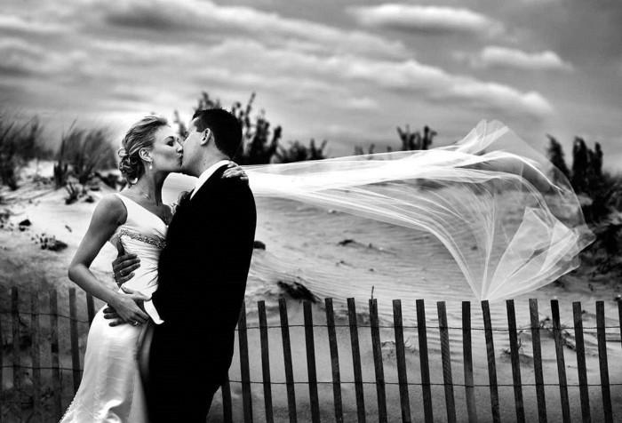 photo-de-mariage-originale-amour-photographie-noir-et-blanc