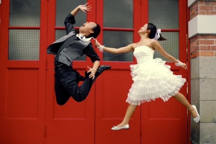 photo-de-mariage-originale-jours-pacs-idée-cool-le-vol-amusante-photo