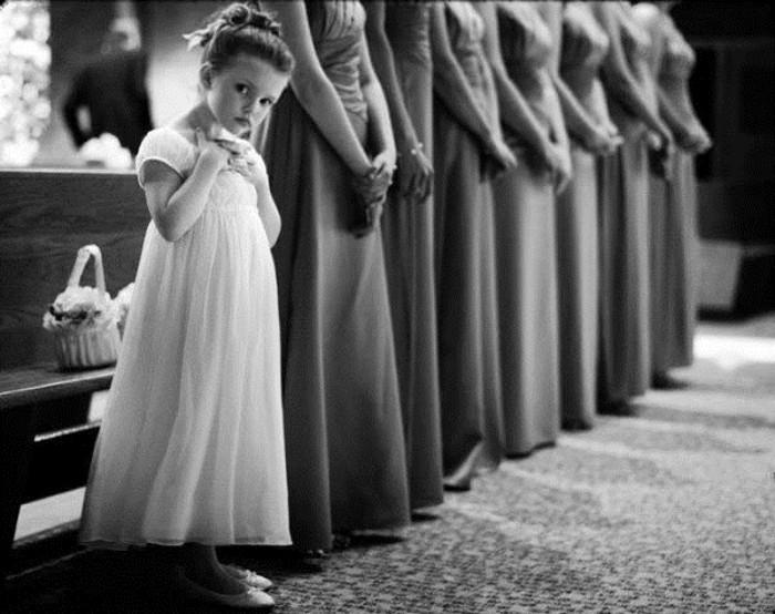 photo-noir-et-blanc-en-attante-de-la-mariée-mariage-original-idées-photographie-mariage-photo