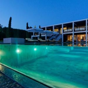 La piscine à débordement - belles piscines de luxe