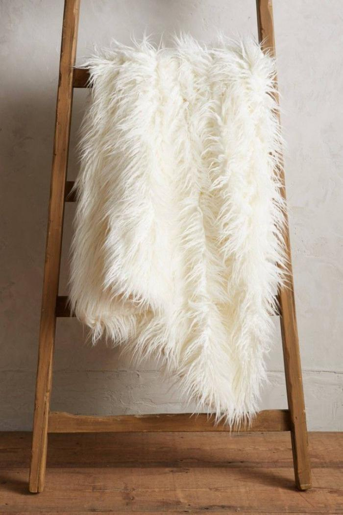 plaid-fausse-fourrure-agneau-blanc