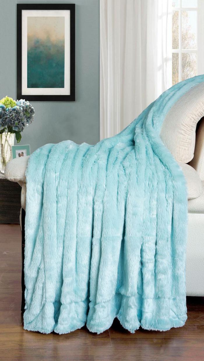 plaid-fausse-fourrure-bleu-couverture-originale
