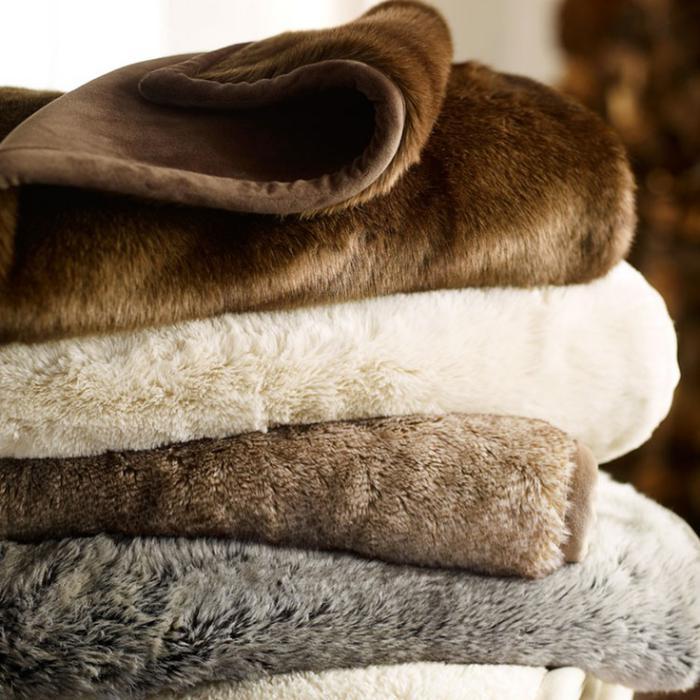 plaid-fausse-fourrure-confort-et-chaleur-pour-la-chambre-à-coucher