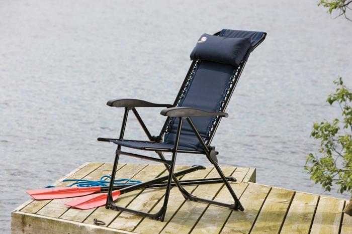 pompeux-table-a-manger-chaise-ikea-chaise-pliante-extérieur-au-bord-de-lac