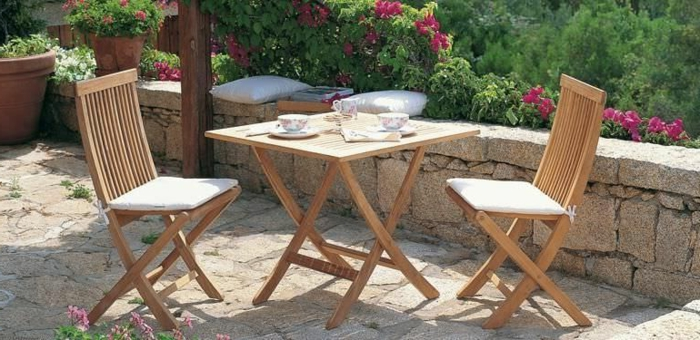 Uniques id es pour la d co avec la chaise pliante - Table pliante avec rangement chaise ...