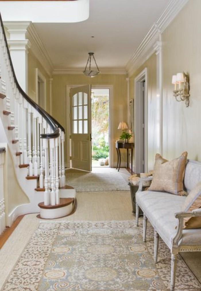 porte-d-entree-en-bois-beige-entree-de-couleur-taupe-canapé-moderne-porte-zilten-porte-d-entréе-design