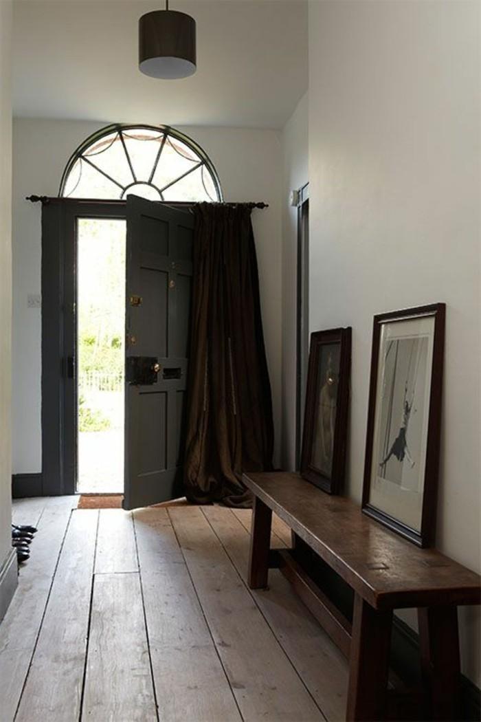 porte-d-entree-kline-interieur-chic-et-moderne-sol-en-planchers-marron-foncé-porte-d-entréе-design