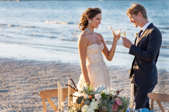 pose-photo-mariage-originale-site-deco-mariage-au-bord-de-la-mer-lux