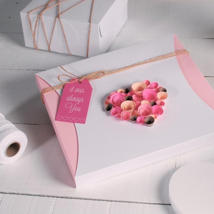 quoi offrir a sa copine pour la saint valentin emballage cadeau romantique ficelle pétales fleurs quilling