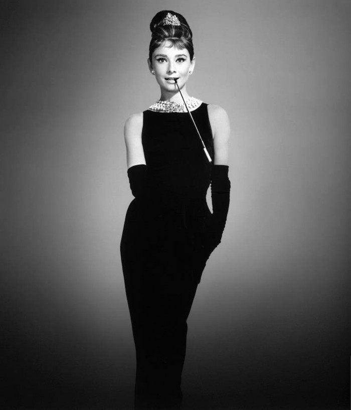 robe-noire-grande-taille-chic-élégante-idée-tenue-audrey-hepburn