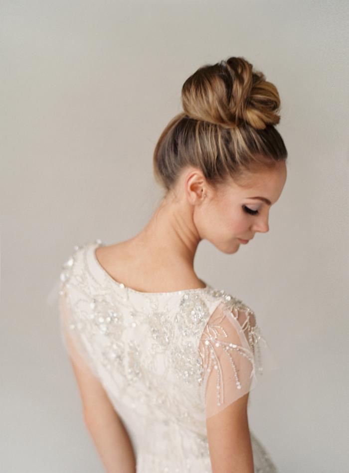 romantique-chignon-mariage-cheveux-longs-coiffures-2015-robe-blanche