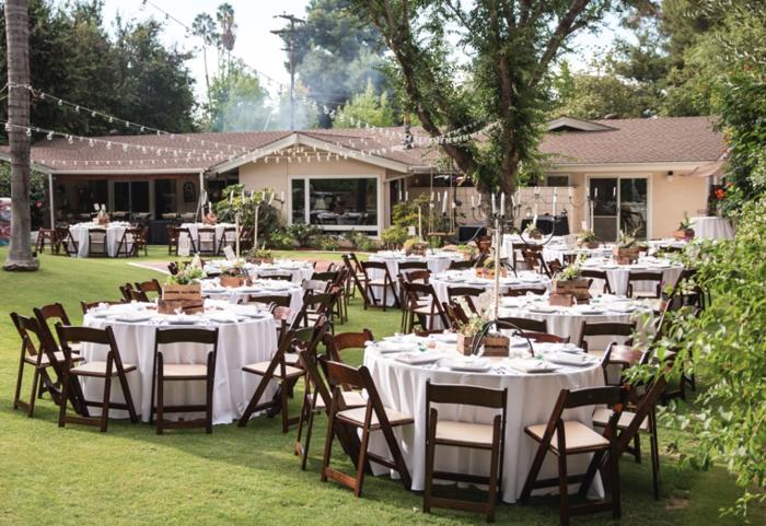 sa-splendide-mariage-à-l-exterieur-tables-cool-table-de-cuisine-pliante-chaise-pliante-bois-chaise-jardin-pliante