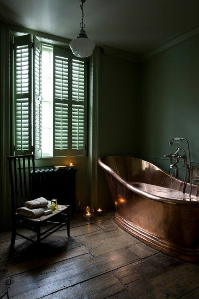 salle-de-bain-de-style-retro-chic-baignoire-fonte-ancienne-dans-la-salle-de-bain-retro