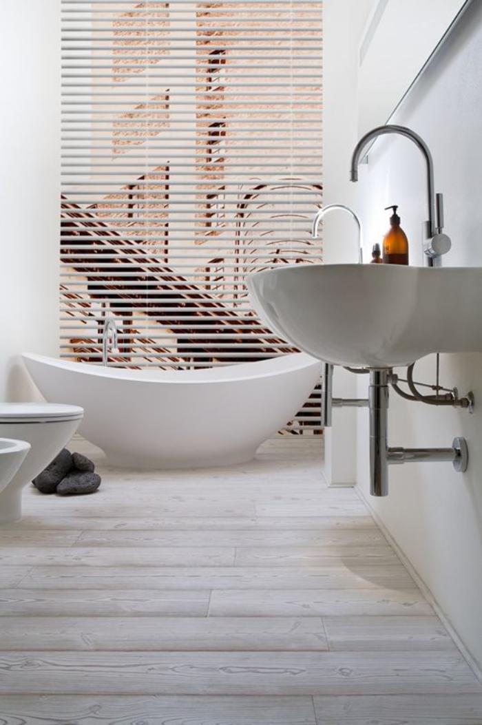 salle-de-bain-scandinave-baignoire-ovale-et-belles-vasques-suspendues