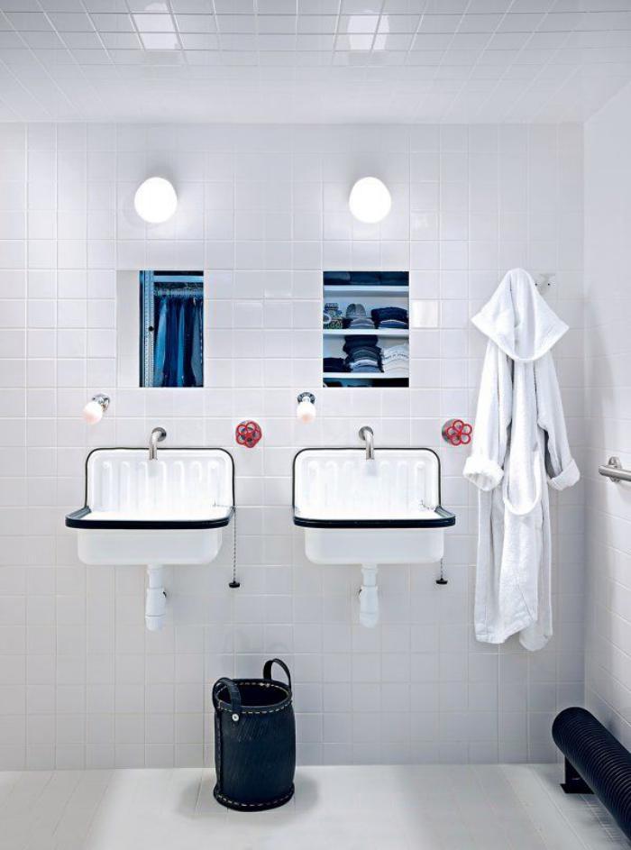 salle-de-bain-scandinave-décor-tout-blanc-éviers-blancs-vintage
