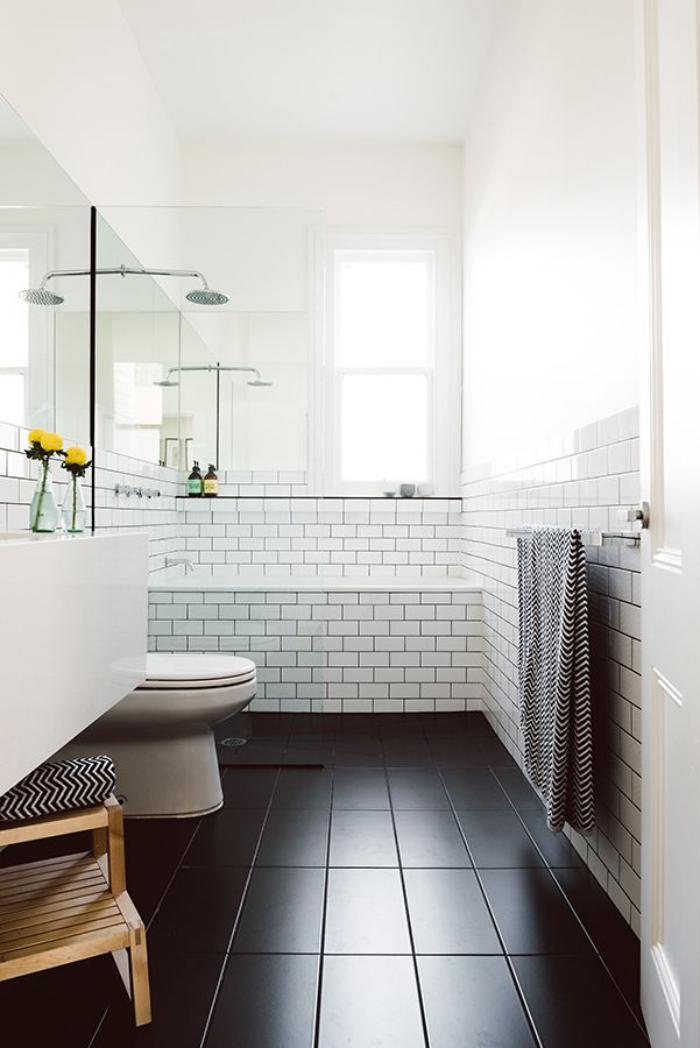 salle-de-bain-scandinave-sol-noir-ambiance-blanche-pure