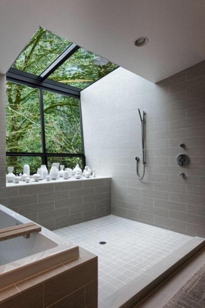 salle-de-bain-sous-combles-aménagement-salle-de-bain-sous-pent-carrelage-gris