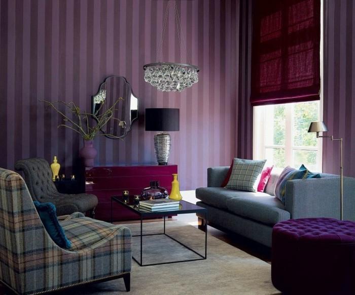 salon-bien-aménagé-canapé-vintage-canapes-vintage-violet-papier-peinte