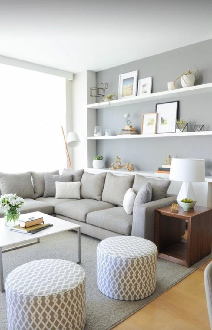 salon-canapé-gris-chiné-canapé-d-angle-gris-parquet-clair-tapis-gris-moderne-pour-le-salon
