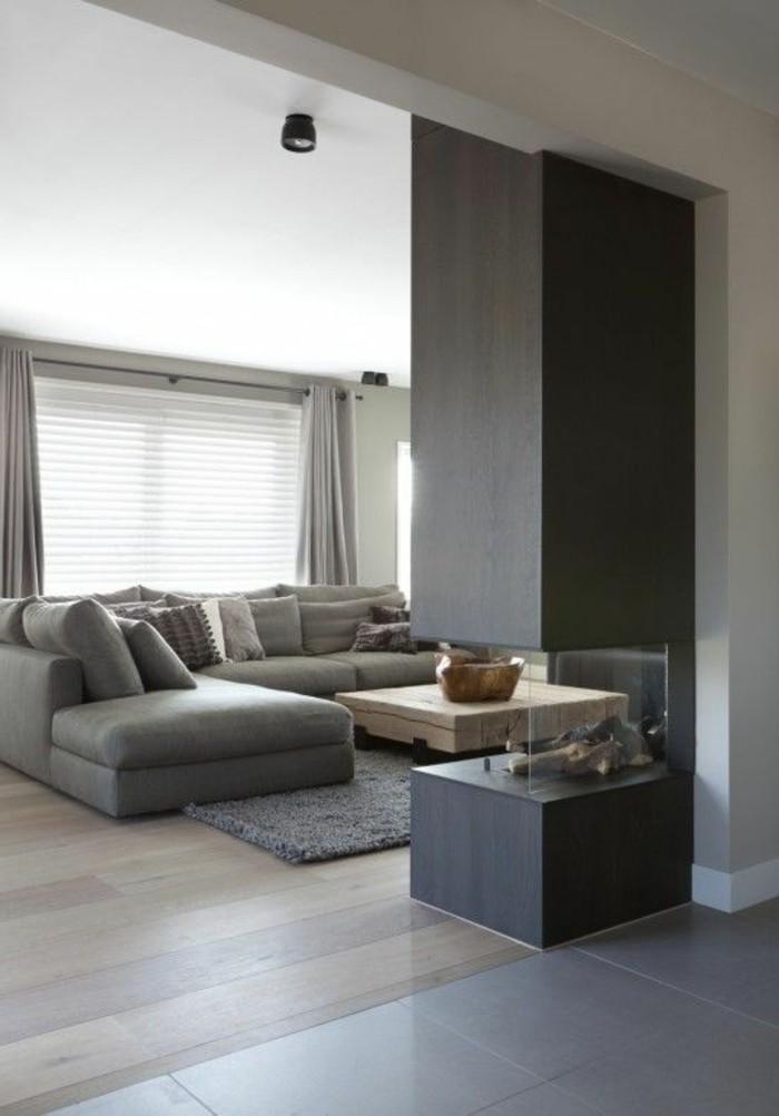 salon-chic-avec-canape-convertible-gris-canapé-gris-chiné-sol-en-parquet-clair