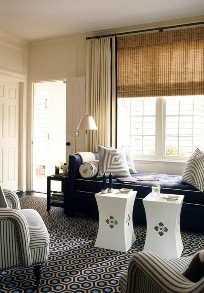 salon-de-luxe-chic-association-couleur-taupe-tapisserie-taupe-canape-noir-fenetre-grande