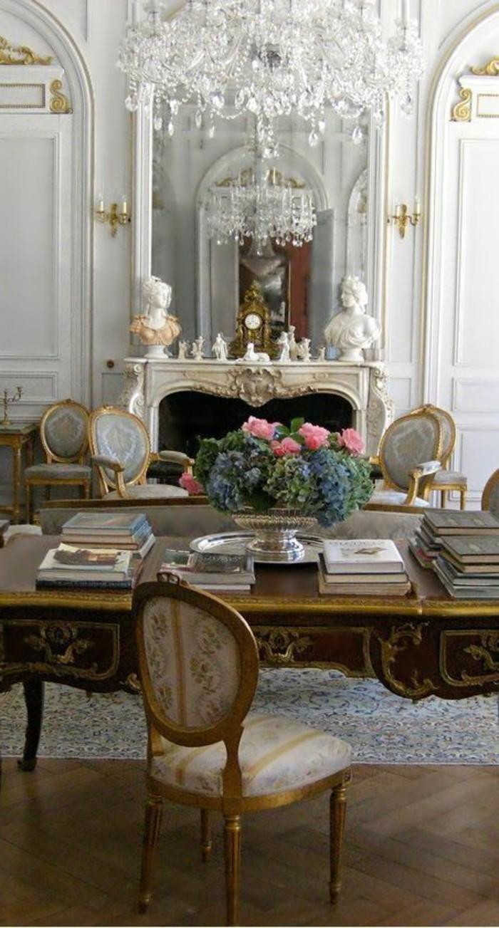 salon-de-style-baroque-lustre-en-crystal-miroir-mural-et-lustre-baroque-pour-le-salon